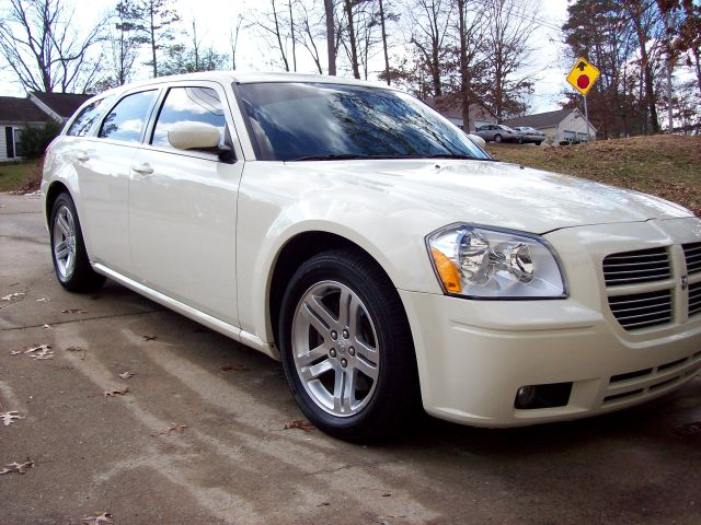 2005  Dodge Magnum R/T RWD picture, mods, upgrades