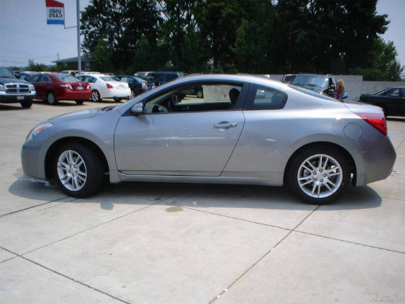 You can vote for this Nissan Altima 3.5 SE Coupe to be the featured car of