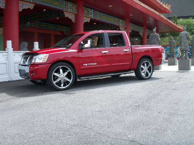 2005  Nissan Titan LE 4x2 Crew Cab on 24's picture, mods, upgrades