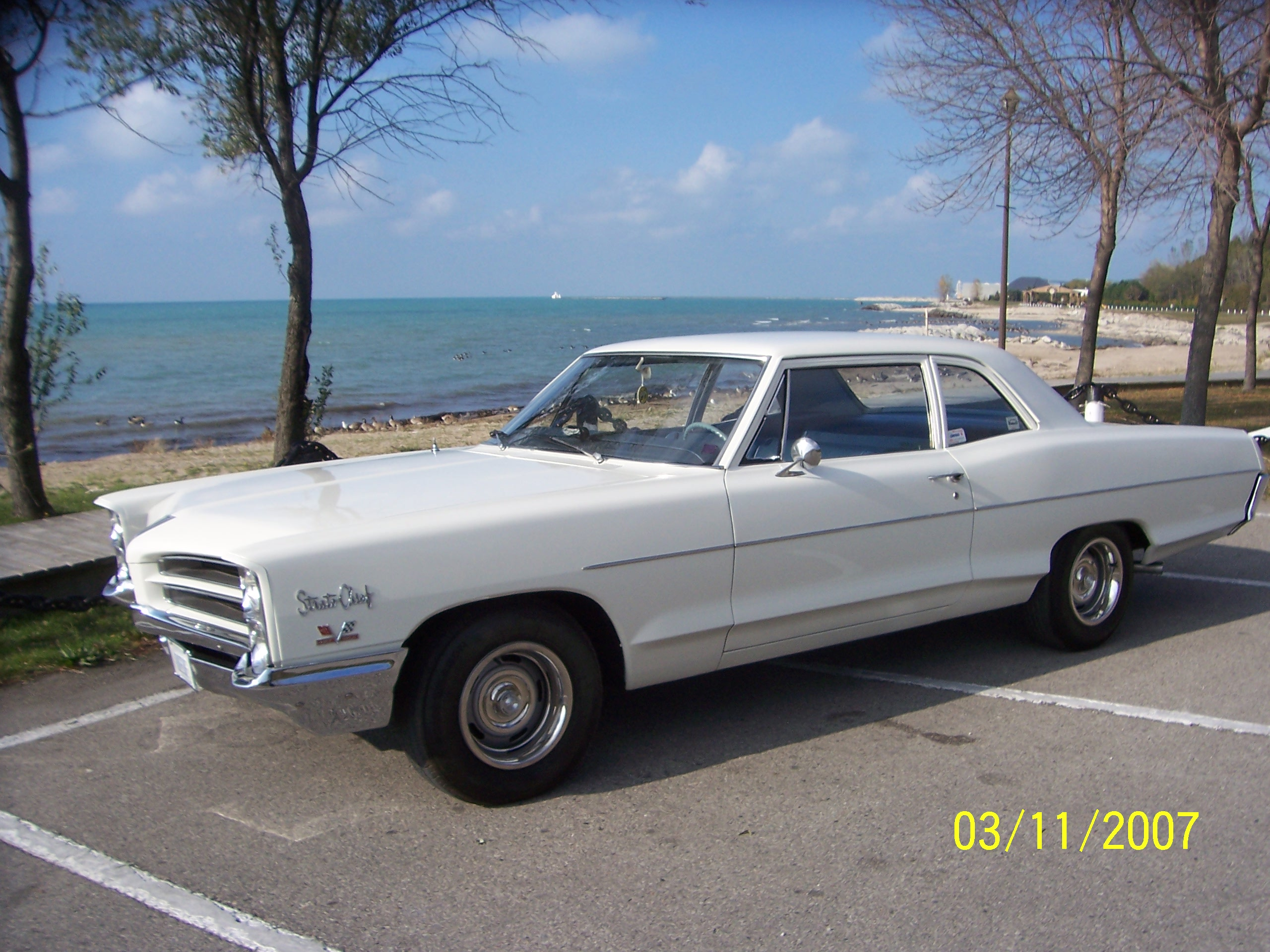 1966 Pontiac Strato-Chief 2 DOOR POST
