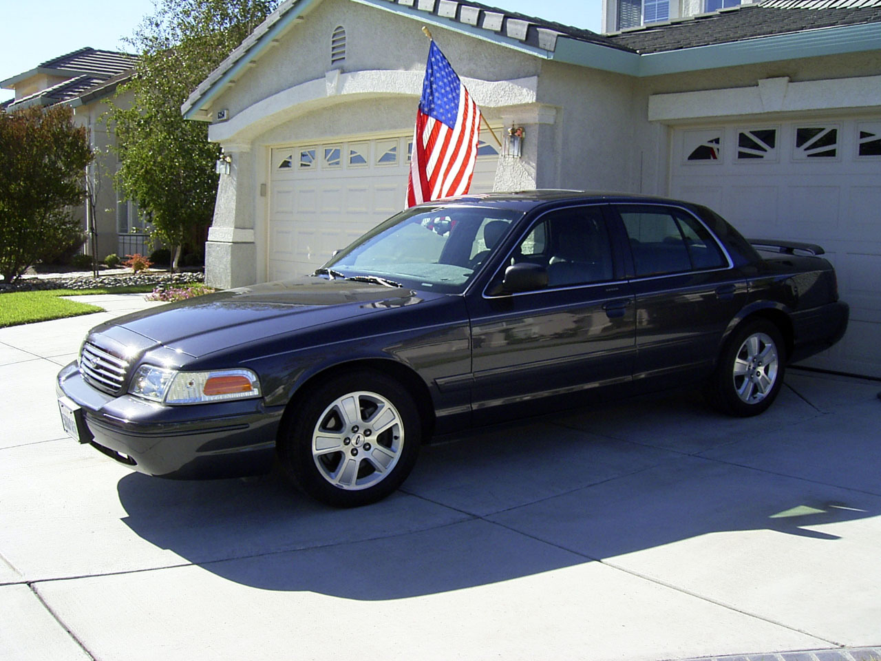 2005  Ford Crown Victoria 6 psi Supercharged LX Sport picture, mods, upgrades