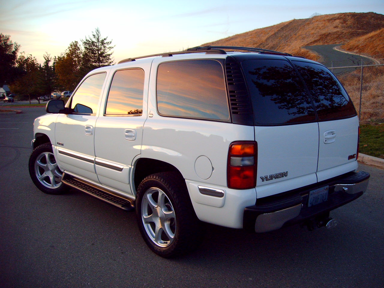 2001  GMC Yukon SLE 2wd picture, mods, upgrades