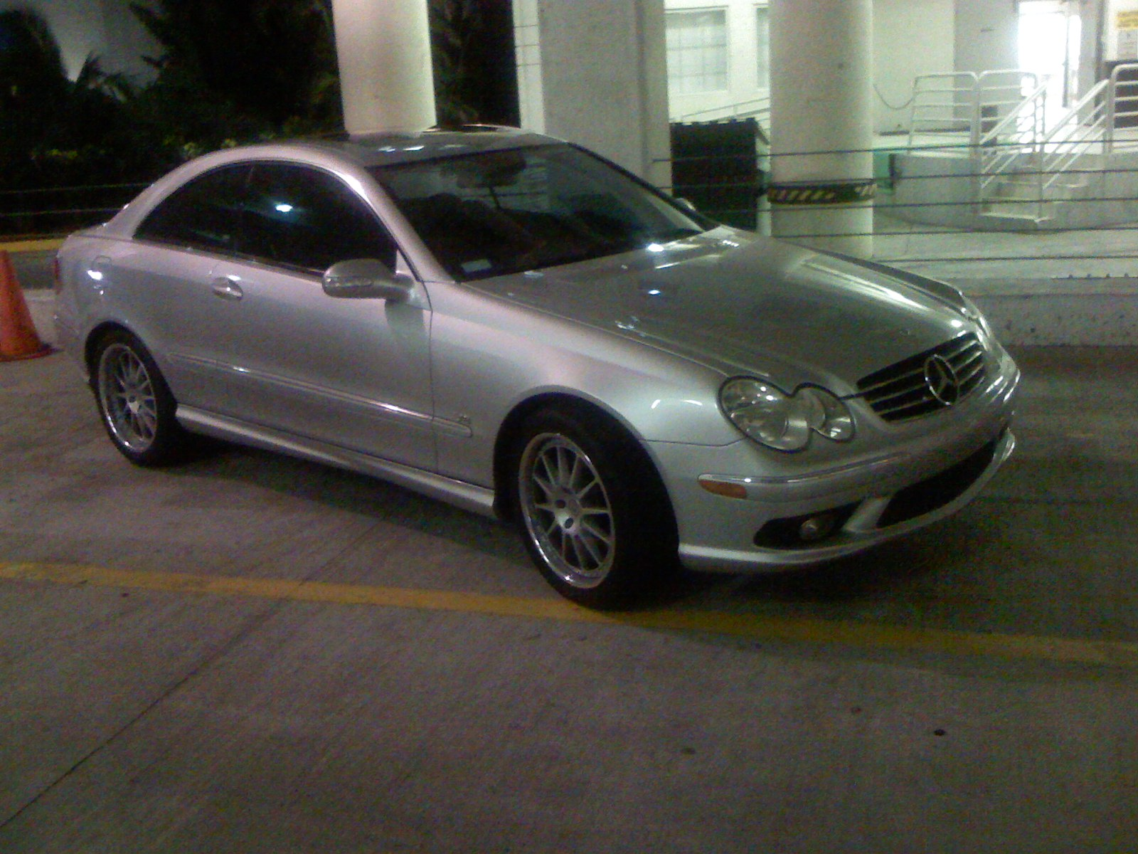 2003 Mercedes-Benz CLK500 abracing