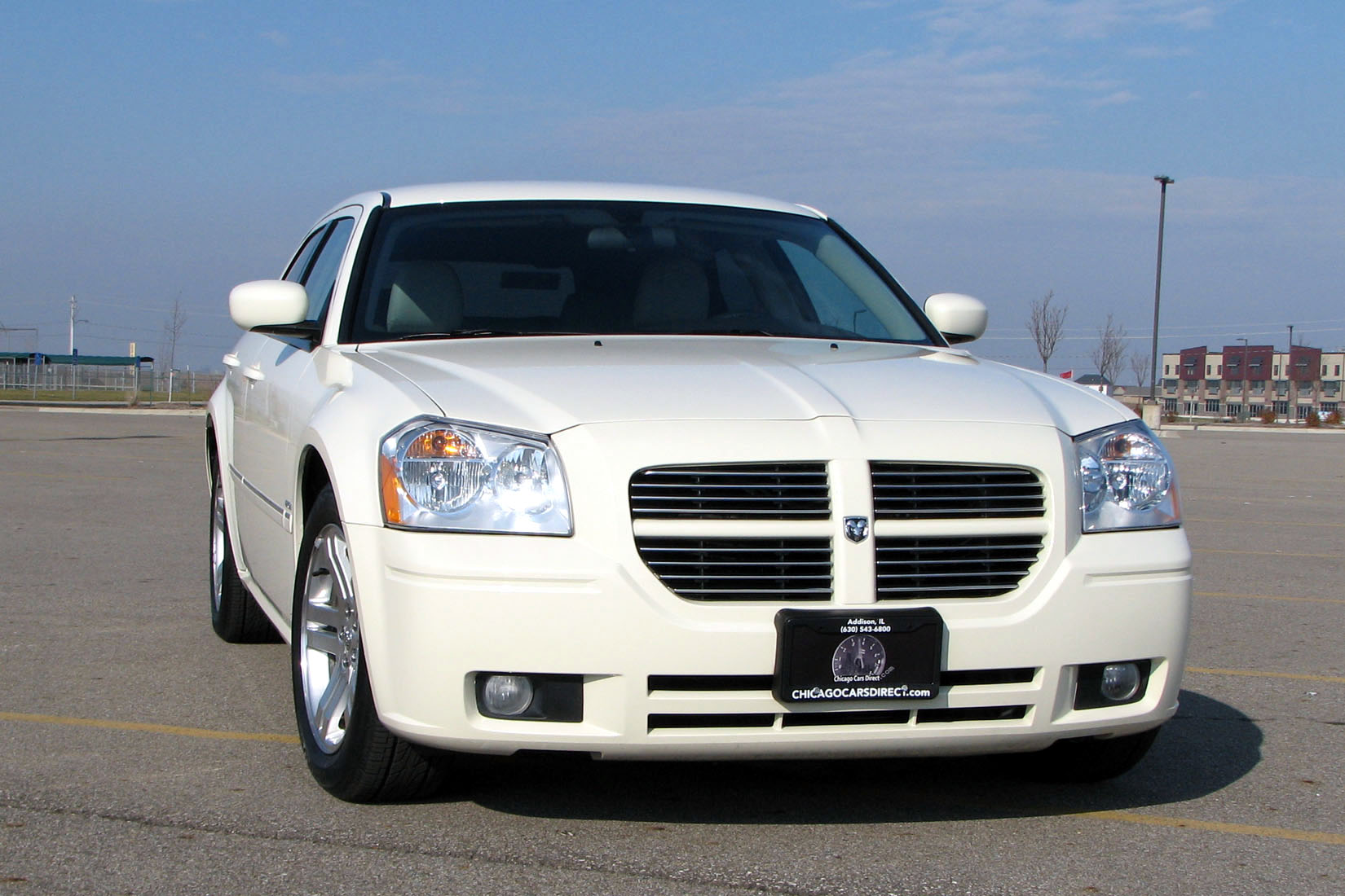 Cool Vanilla 2005 Dodge Magnum RT
