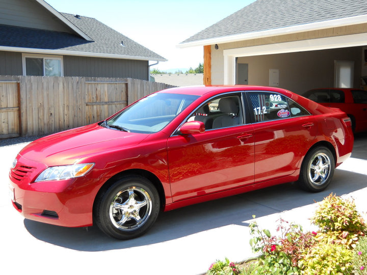 RED  2009 Toyota Camry LE