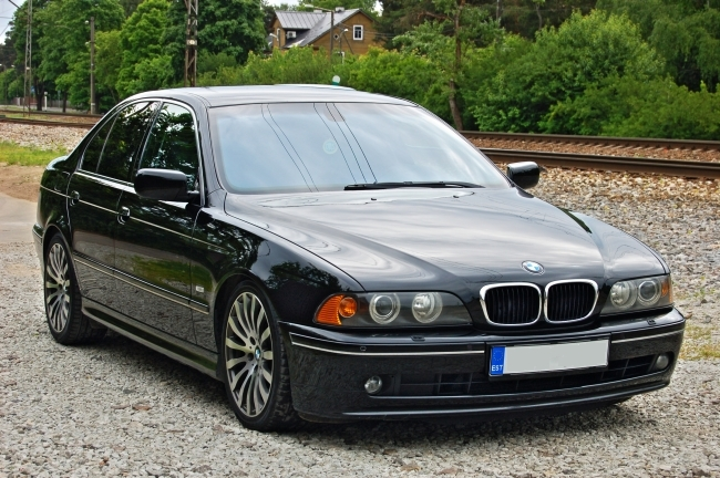 Black 2000 BMW 540i 6-Speed