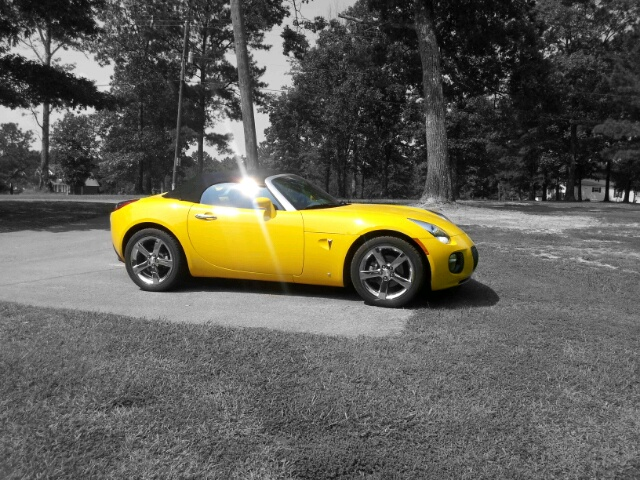 Mean Yellow 2007 Pontiac Solstice GXP