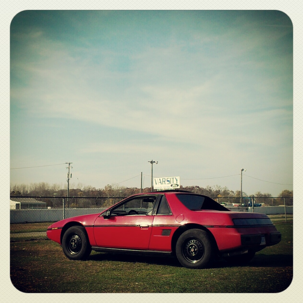 Red 1985 Pontiac Fiero 2m4