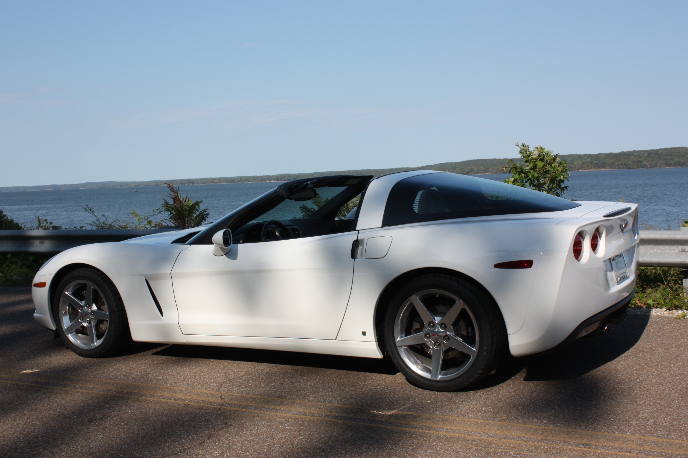 White 2006 Chevrolet Corvette Coupe