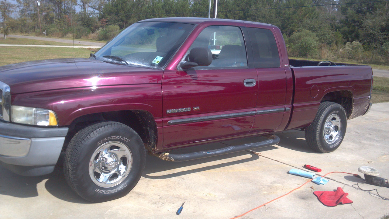 Maroon 2001 Dodge Ram 1500 Quad cab short bed 318