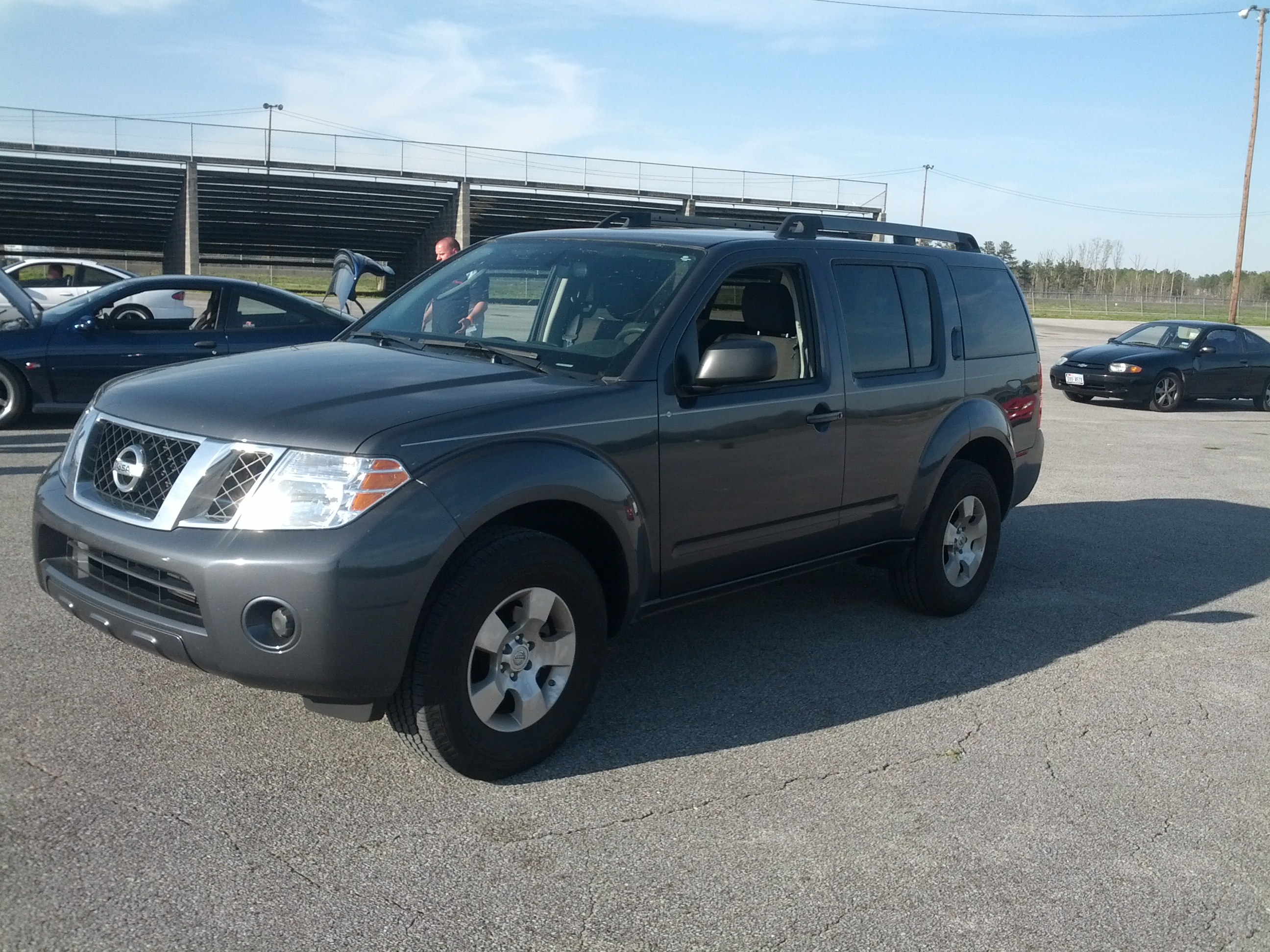 2011 Grey Nissan Pathfinder SE 4.0L 4x2 picture, mods, upgrades