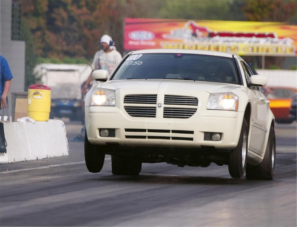 2005 Cool Vanilla Dodge Magnum R/T Arrington 468 Hemi picture, mods, upgrades