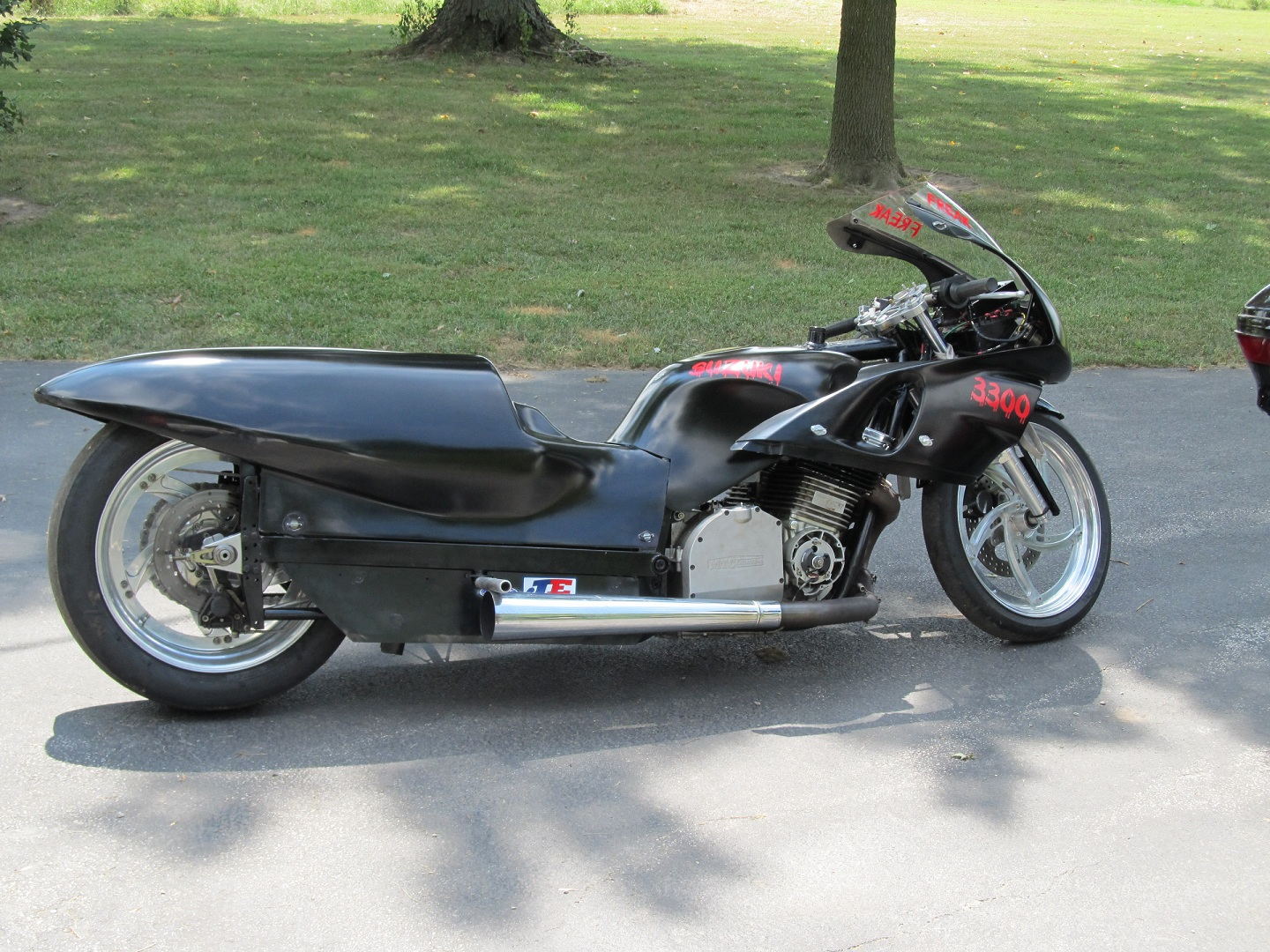 Black - no paint   with Red Decals 1982 Suzuki Motorcycle GS - Outlaw Chassis