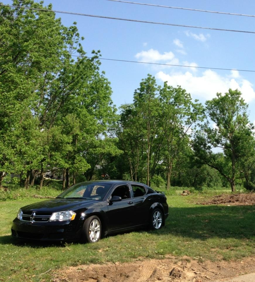 Brilliant Black 2013 Dodge Avenger SE