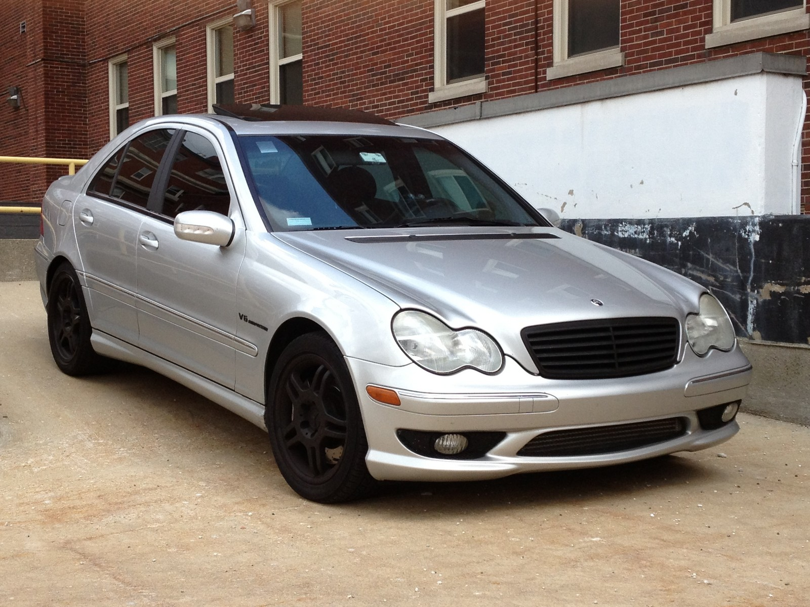 Brilliant Silver 2003 Mercedes-Benz C32 AMG