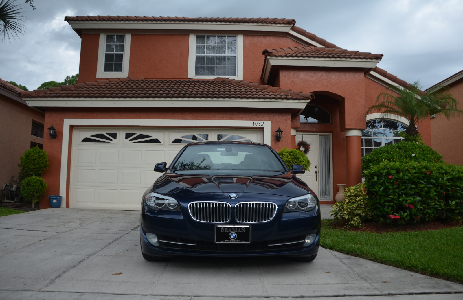 Deep Sea Blue Metallic 2011 BMW 550i