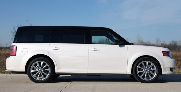 white 2011 Ford Flex titanium