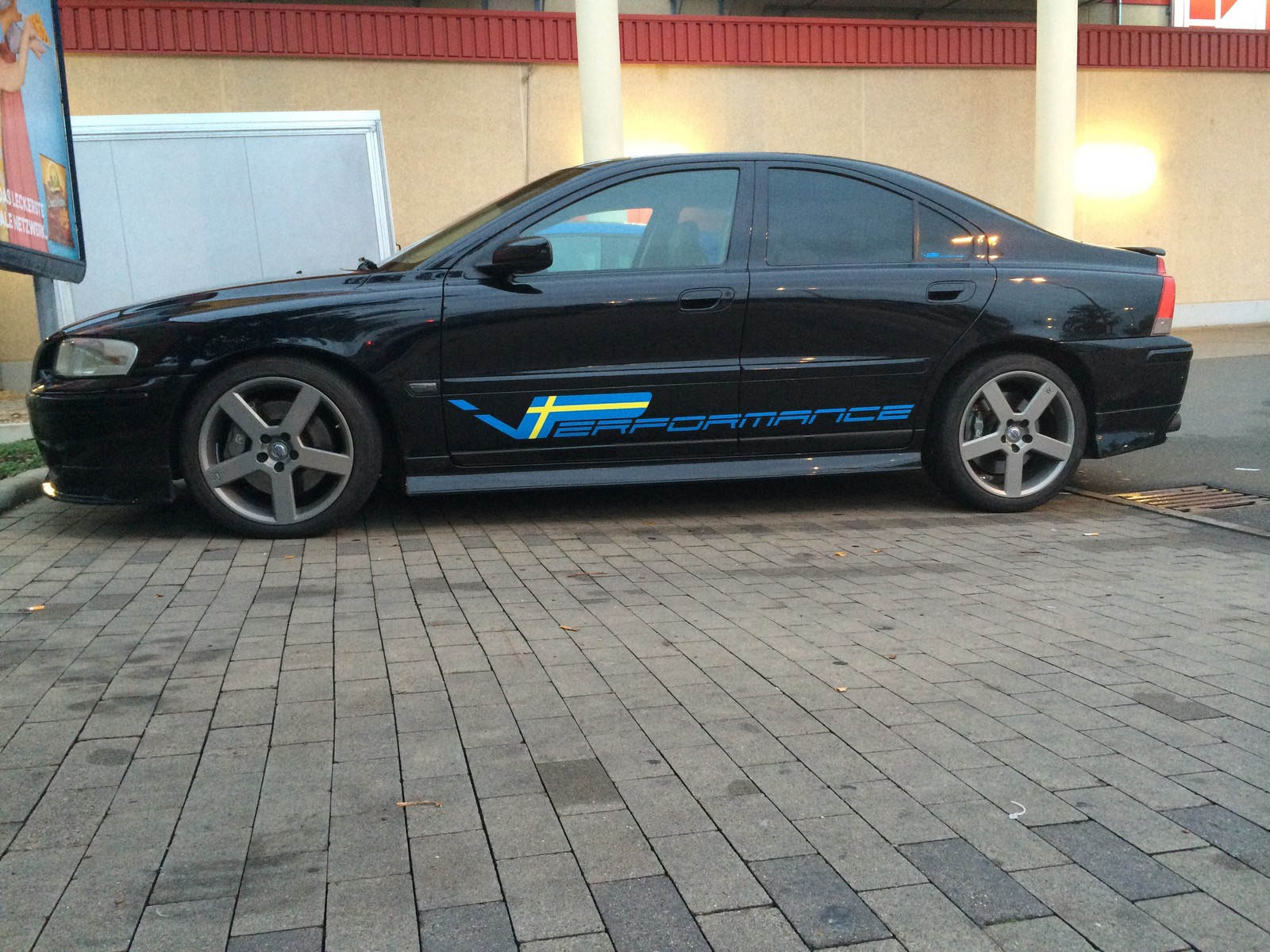 Black 2004 Volvo S60 R awd