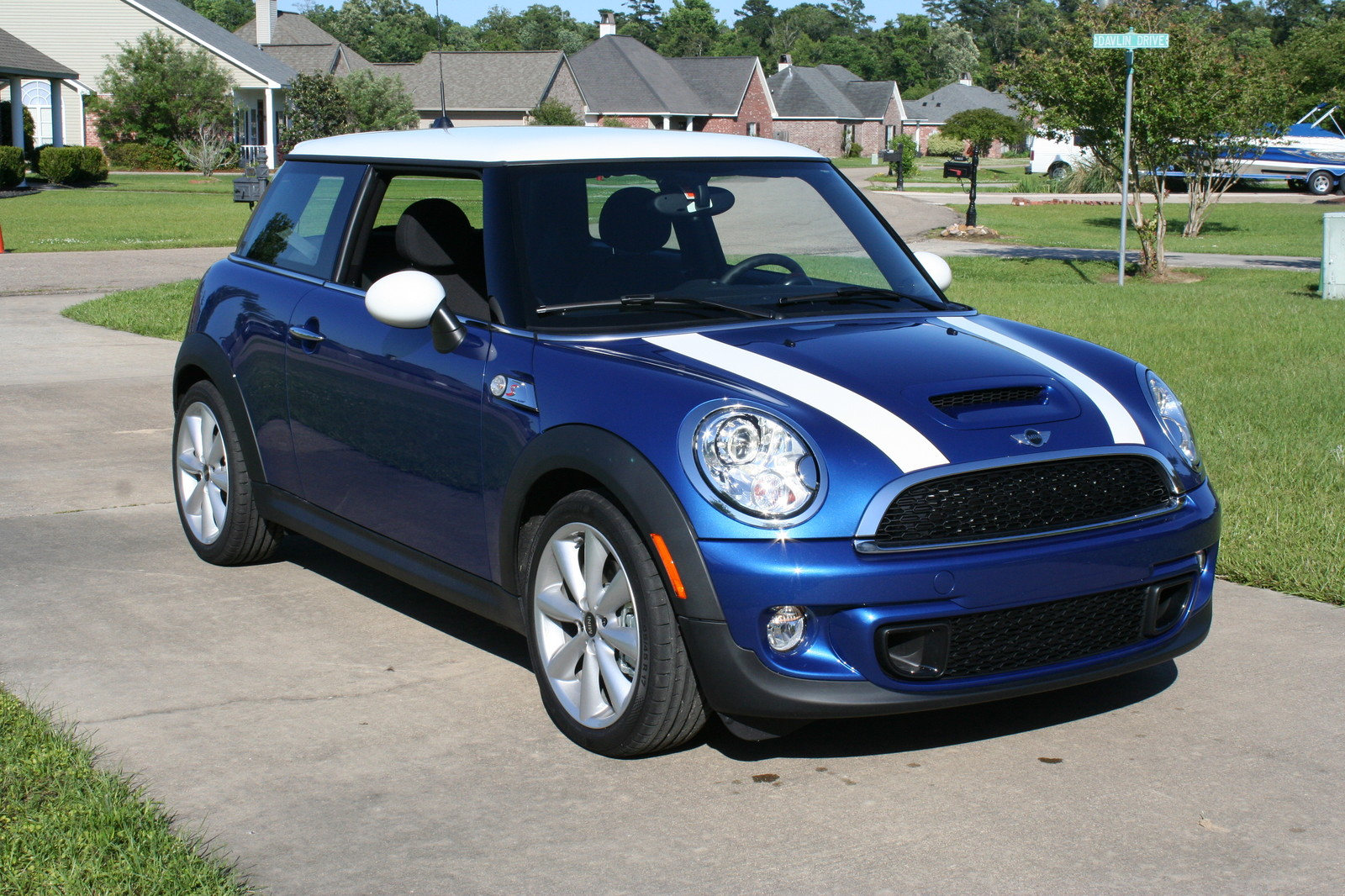 2013 lightning blue mini cooper s pictures mods upgrades. Black Bedroom Furniture Sets. Home Design Ideas