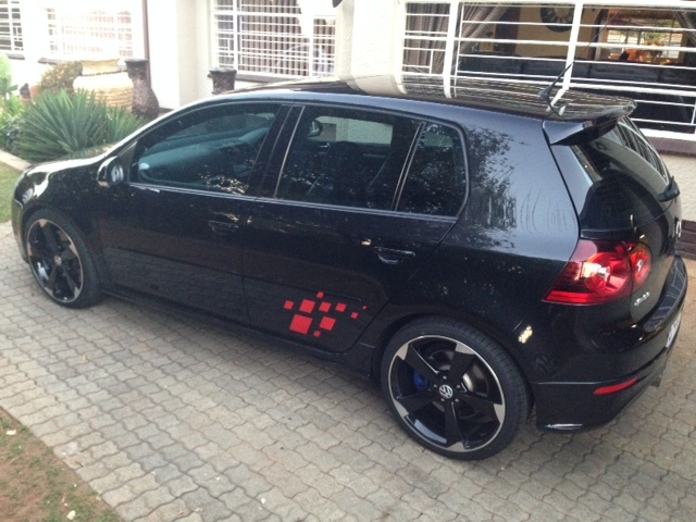Black 2009 Volkswagen Golf R32 DSG