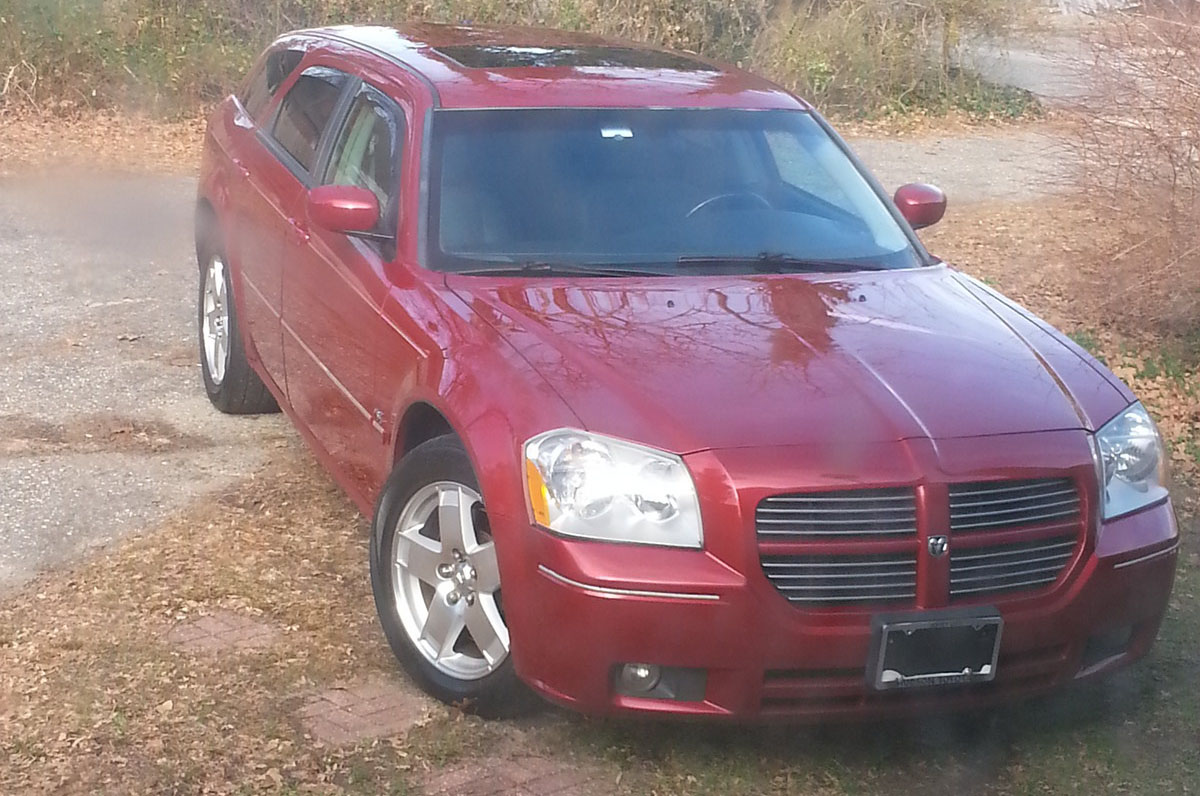 dark red/burgandy 2005 Dodge Magnum r/t