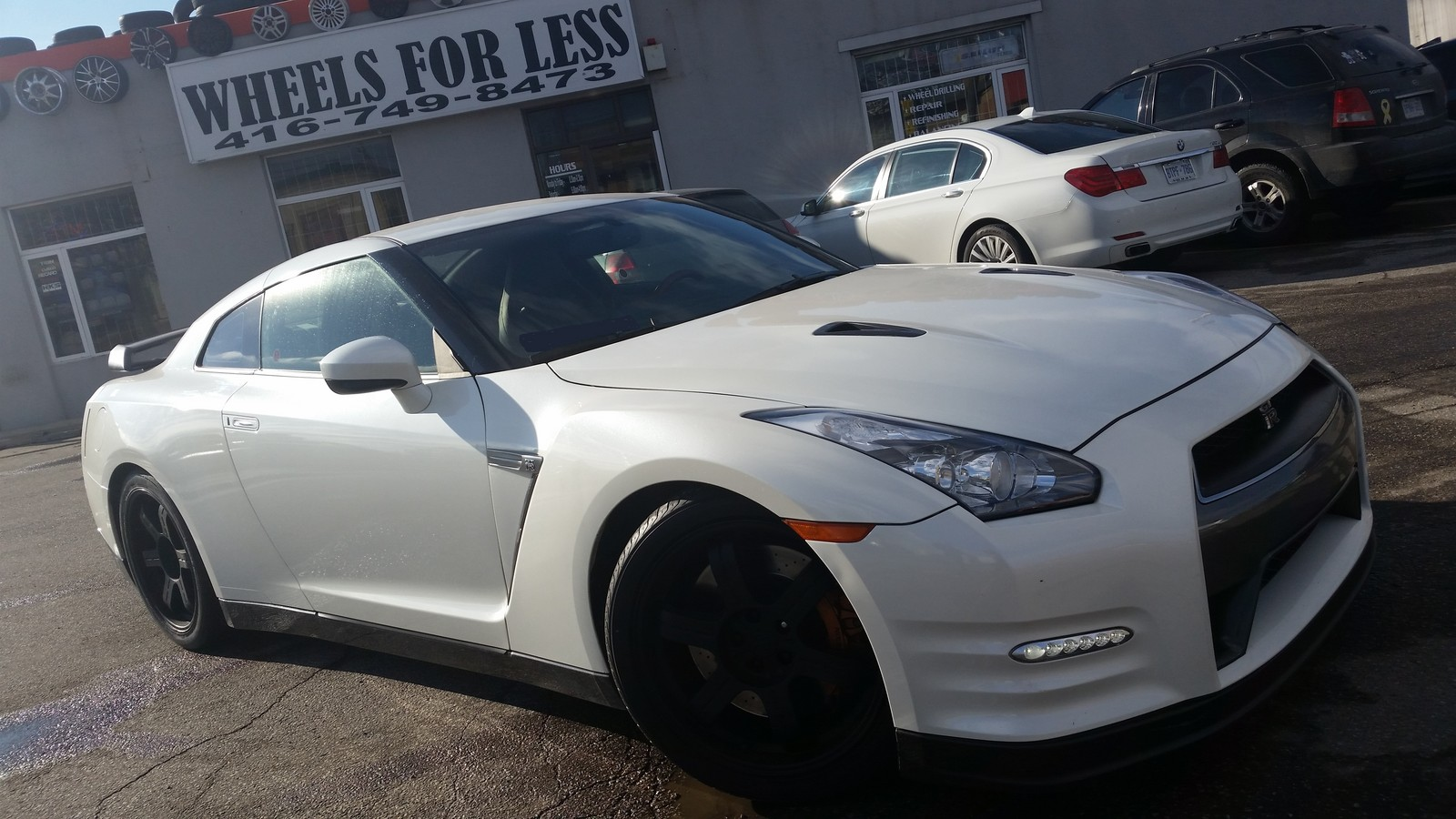 White 2014 nissan gt r black edition