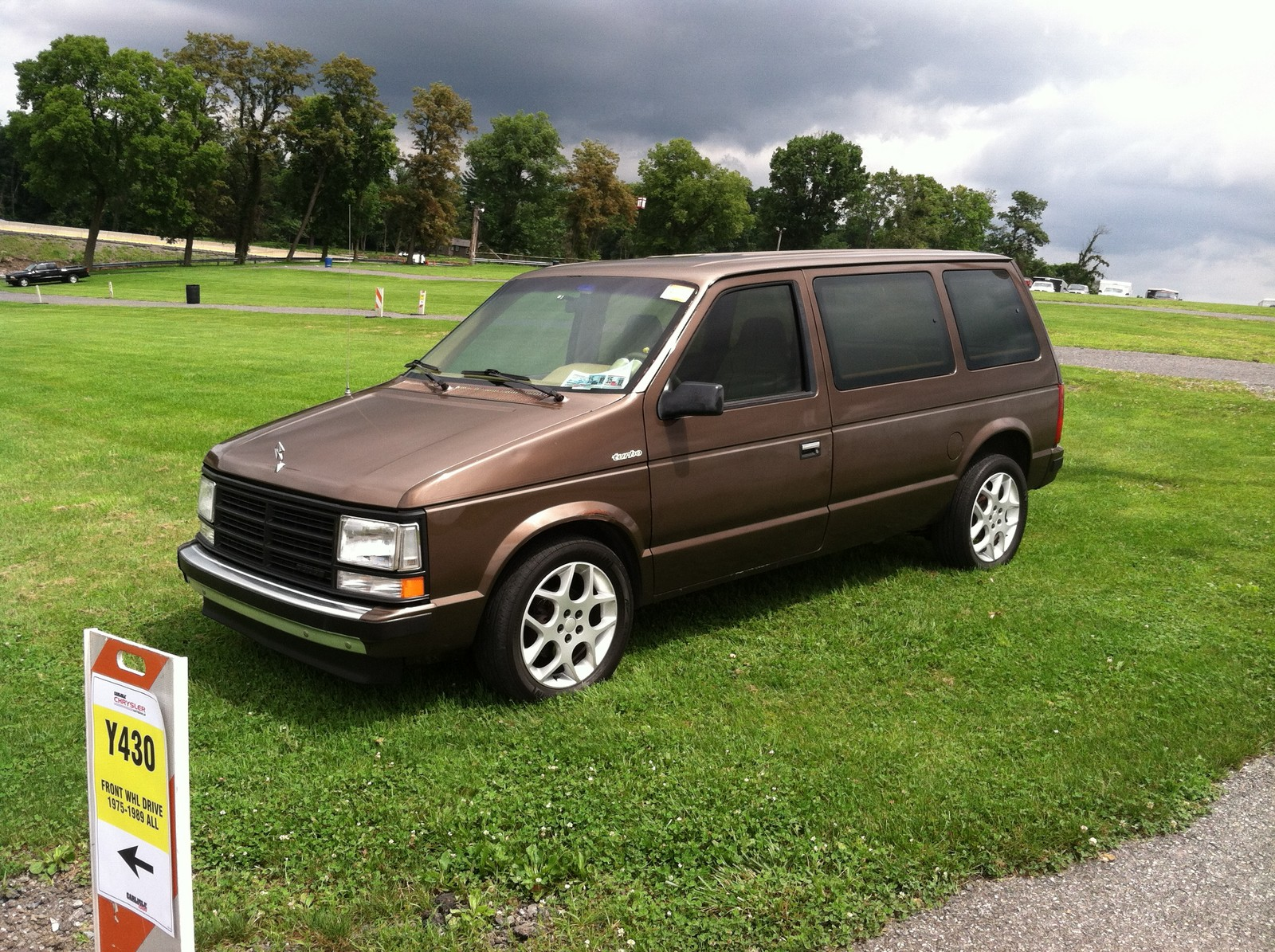 Brown 1989 Dodge Caravan SE