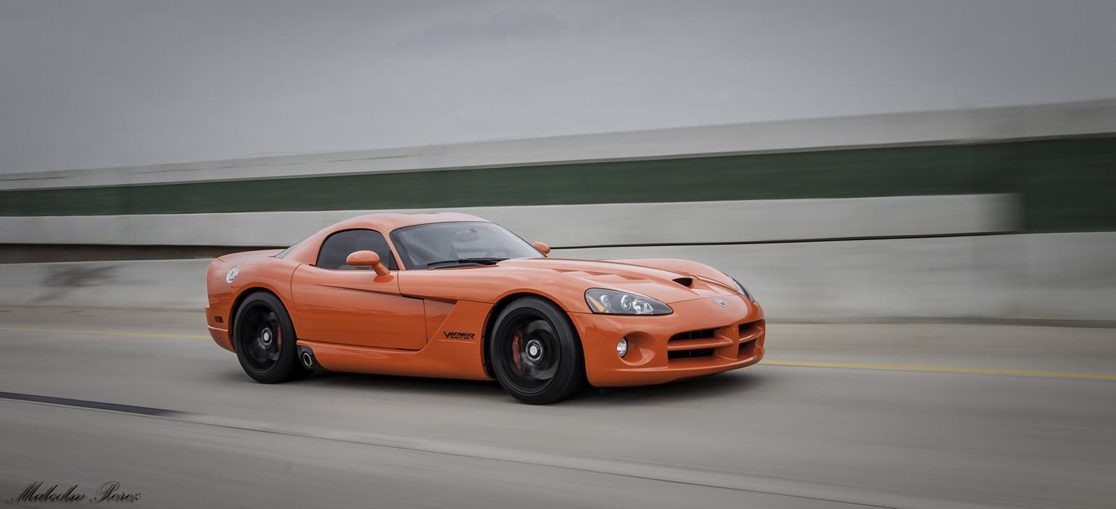 Very viper orange 2008 dodge viper srt 10