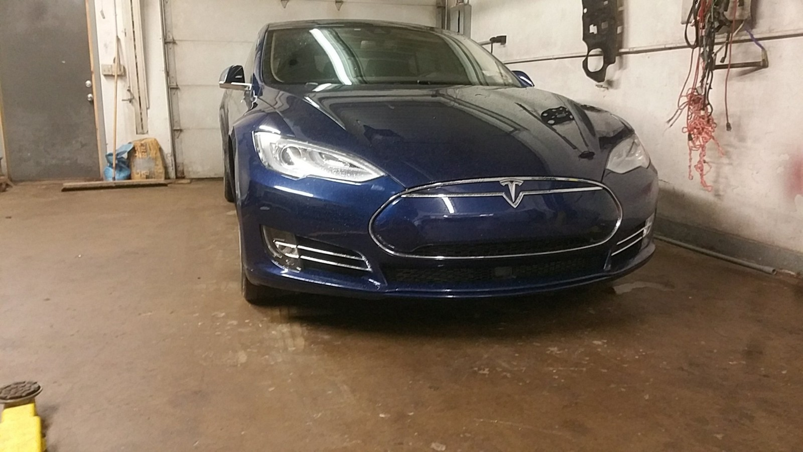 Blue 2016 Tesla Model S P90DL v2