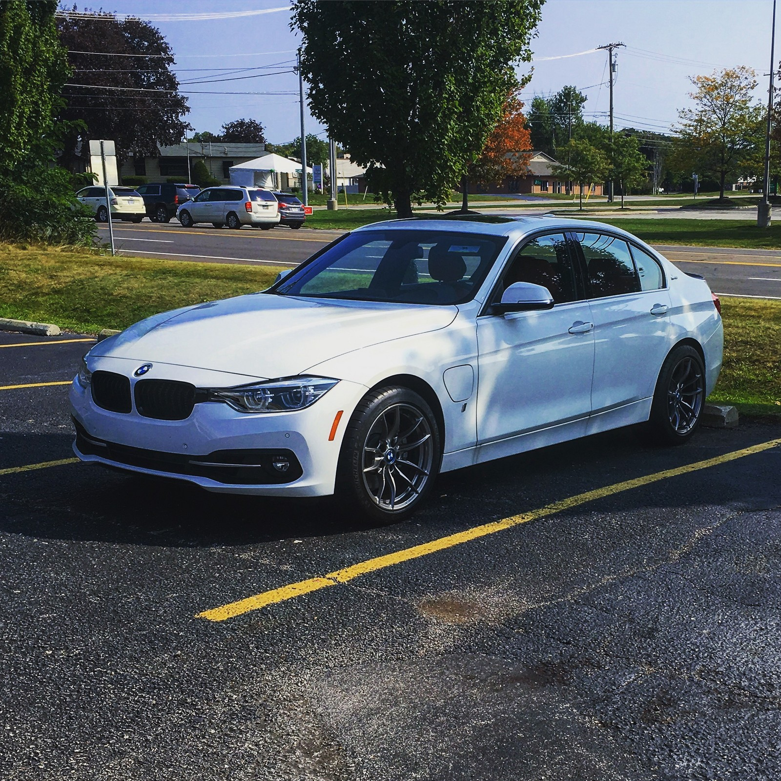 Alpine White 2017 BMW 330i eDrive Hybrid