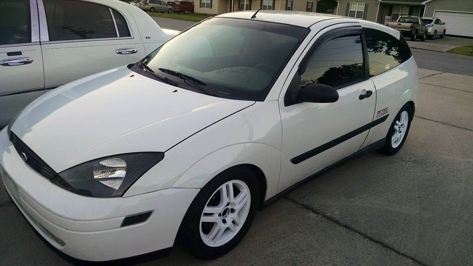 White 2001 Ford Focus zx3