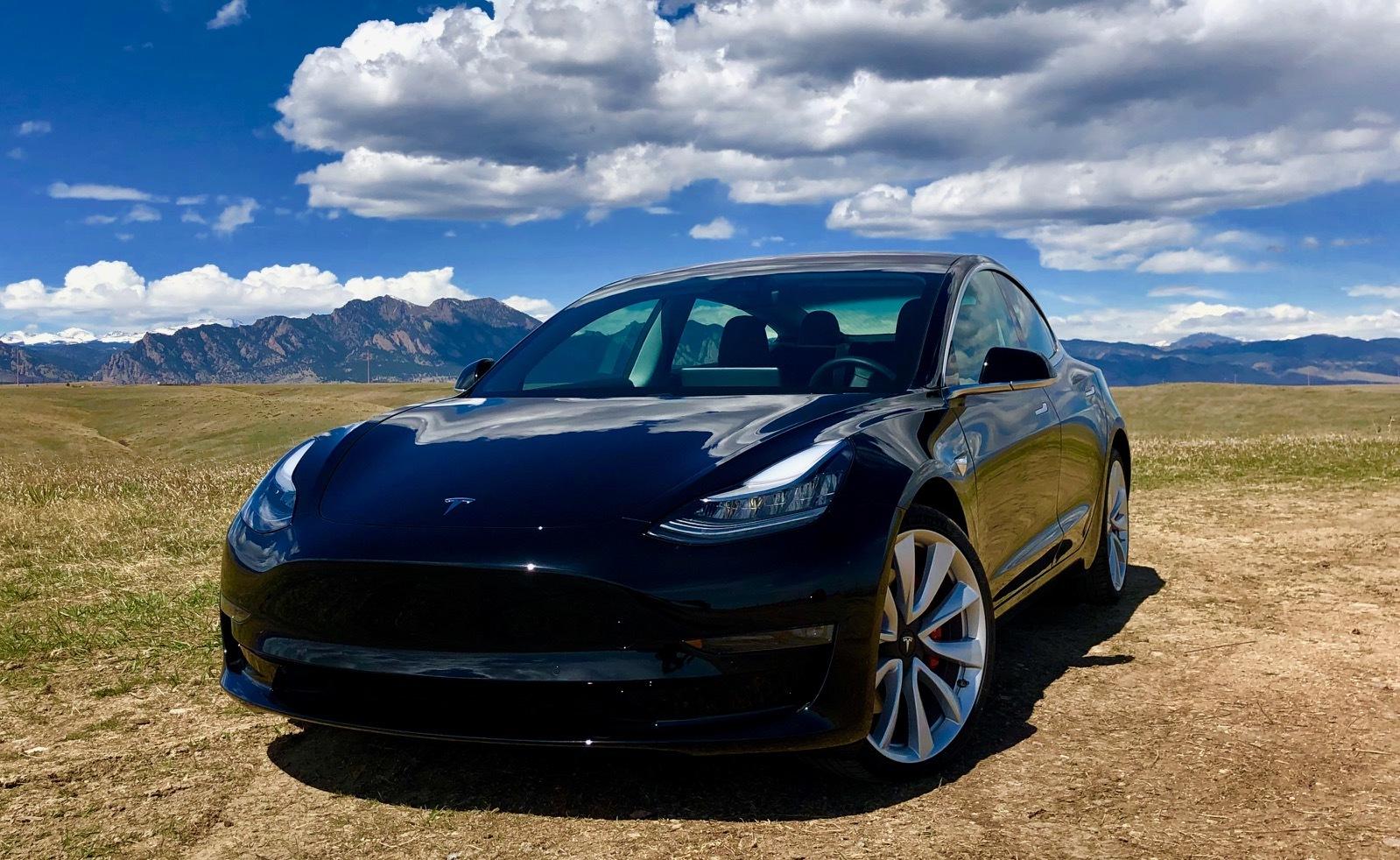2018 Black Tesla Model 3 Dual Motor Performance Pictures