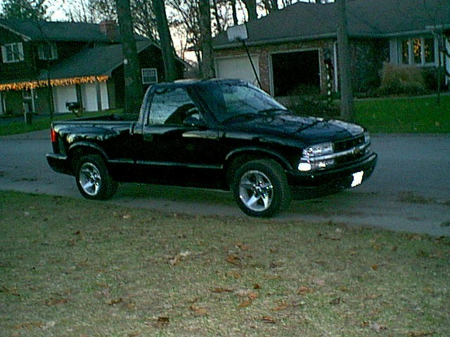 2002 Chevrolet S10 Pickup Reg Cab, Step side, 2wd