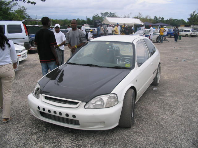 You can vote for this Honda Civic HATCHBACK to be the featured car of the