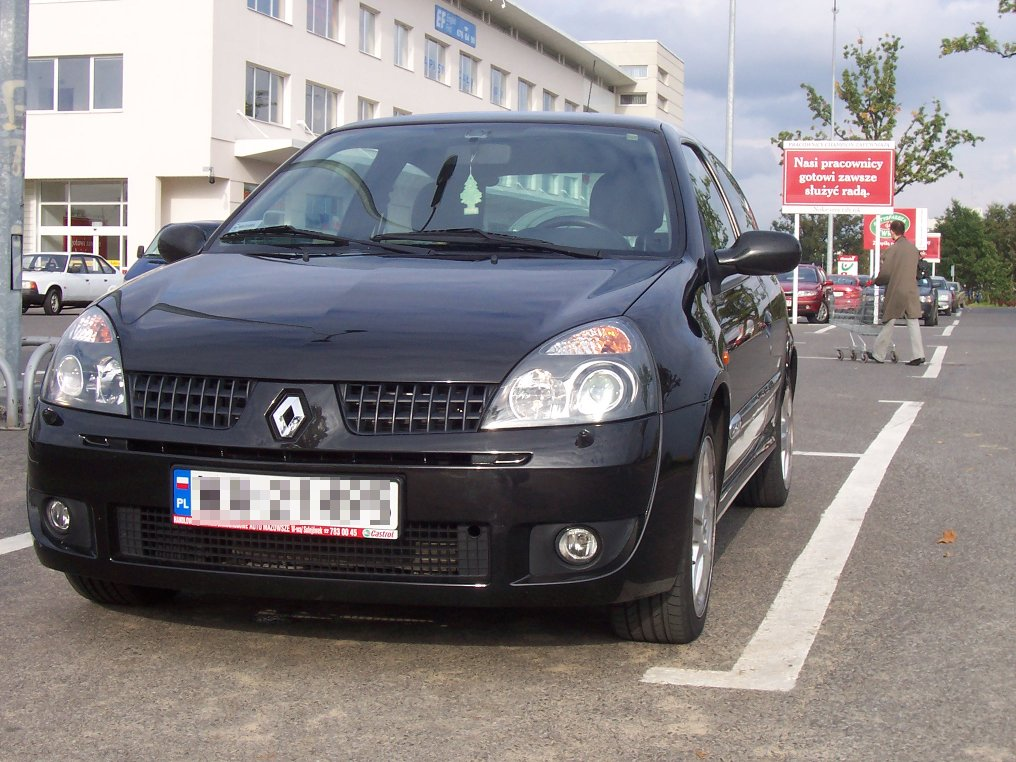 Anyways I'm driving a Renault Clio nowadays. Pretty nice car.