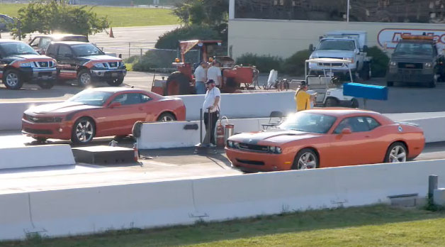 Video 2010 Camaro Ss Vs 2009 Challenger Srt8 Drag Racing