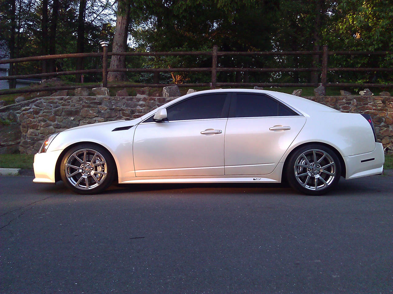2009 white cadillac cts v pictures mods upgrades. Black Bedroom Furniture Sets. Home Design Ideas